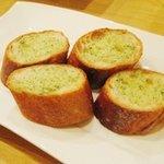 イタリア食堂 たぶち - ガーリックトースト