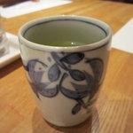天ぷら新宿つな八 - まずはお茶を