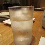 天ぷら新宿つな八 - お水のグラスは冷た~いです☆
