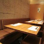天ぷら新宿つな八 - 落ち着いた良い雰囲気です