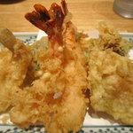 天ぷら新宿つな八 - 昼膳の天ぷらアップ