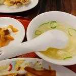 珉珉 - スープ&ザーサイ。