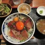 90230864 - 海鮮丼(普通盛)一式