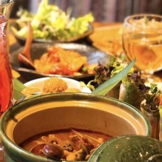 外国人シェフが腕を振るう、タイ料理やベトナム料理が人気