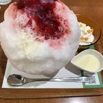 90231224 - たっぷり苺の濃厚贅沢かき氷