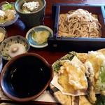 うめだ - 天ぷら御膳 ポテトサラダや小さな冷奴も付いていてボリュームありました。コレで¥1,050はコスパいいかも。デザートの冷凍ものっぽいクリーム大福は甘くて完食出来ず。ザーサイの漬物が美味しかったという。