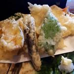 うめだ - 天ぷら美味しいですねー。特にキスがふわっふわ。