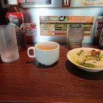 いきなりステーキ - 料理写真:ランチのスープとサラダ