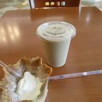カフェ チェリーロード - ソフト途中でカフェラテ(๑・̑◡・̑๑)