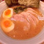 渡来武 - チャーシュー麺+味玉