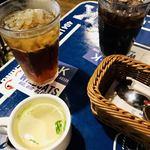 90241913 - アイスコーヒーとアイスティ