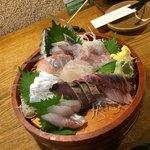 茅ヶ崎 海ぶね - 刺し身6点盛りが…… あじ、縞鰺、真鯛、すずき、太刀魚、鰹、いなだ、勘八 7点盛りになってる……