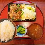 みかづき - 四元豚生姜焼き定食@850