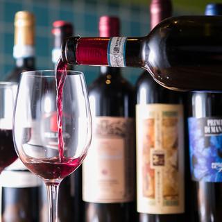 ワインはすべてイタリア産!常時20種類以上を揃えております
