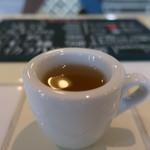 クレインポート鎌倉 - 食前に出される青口いわしと花鰹の出汁スープ