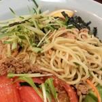 元祖ぴかいち - アップ。麺は中細麺です。
