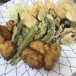 ゆきや荘 - chuちゃんが食べたいっていうから(╥ᆺ╥;)オバちゃん張り切っててんこ盛りのフライ達、、、鱧だけで7.8個ある!笑