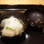 御料理 堀川 - お椀:トビアラ海老とキクラゲのしんじょう 蓮根まんじゅう