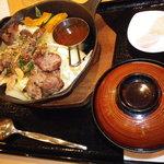 9025323 - 鉄板ジンギスカン丼(味噌)