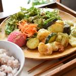 ポコイ - ぷりぷり海老の玄米塩こうじ炒め 大葉風味