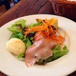 90260804 - ランチセットのサラダ、オムレツが好き〜。