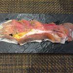 サラマンジェ ド ヨシノ - 生ハム、の下にはバジルソースと夏野菜がぎっしり