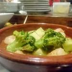 マンデイオフ - 海老と野菜のアヒージョ