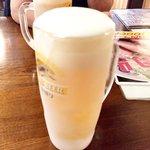 大島横丁 - 生ビール!ジョッキが凍っている。
