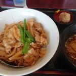 大龍飯店 - ニンニク丼ランチ♪ミニラーメン、シュウマイ、漬物、杏仁付で900円!ちょっと高いかな?(笑)