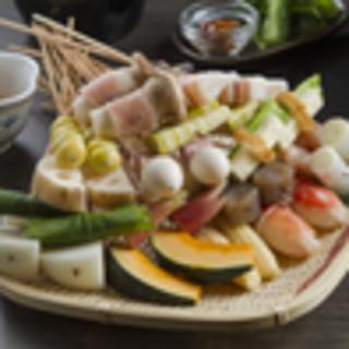 地元野菜と国産和牛、刺身で食べられるほど新鮮な魚介を天ぷらで