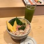 築地 すし好 - カニバラネギトロ丼(税込み1080円)