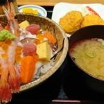 魚河岸 甚平 - あられ丼 928円