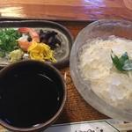 かやの木 - 冷やし素麺。歯応え抜群で夏はこれ!
