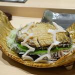 寿司割烹 魚紋 - 天然物の黒アワビ