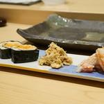 寿司割烹 魚紋 - 毛ガニ