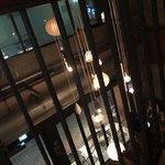 スケロク ダイナー - 2階ソファ席から吹き抜けを見る