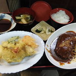 月日亭 - 料理写真:ハンバーグ定食(これに茶碗蒸しがつきます)