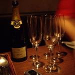 サウダージ - 当夜はまずシャンパンから
