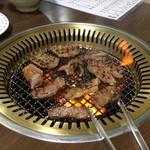 焼肉のまるちゃん - 火力つえーな 肉は喰わないが肉奉行なんよ! おっさんのトング奪いたかった2018年