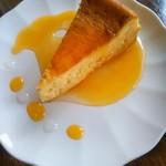 ディンブラ紅茶専門店 - チーズケーキ(*´>ω<`*)  こっちもオレンジソースだったー(笑)