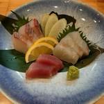 海鮮和食工房 にったん - 浜田港直送天然鮮魚造り 三種盛り♪  (コシナガマグロ、平目、ヒラマサ)