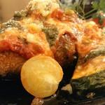うしろのしょうめんだーれ - イタリアントマトソース・チーズ・ハンバーグ880円(税込み)