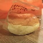 小樽サンジェルマン - ふんわり仕立てのクリームパン
