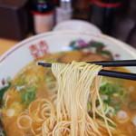 中華そば 花京 - 麺リフト~今回は細麺をチョイス。中華麺もあります。