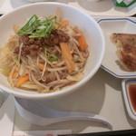 リンガーハット - まぜ辛麺(餃子セット)