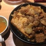 新橋 岡むら屋 - 肉めし 山盛り スープ付き