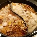 90319623 - 薬膳火鍋(白湯、麻辣)