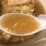 金踴亭 - 支那そばのスープ
