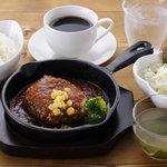 ふわっと - 料理写真:ハンバーグセット ご飯 スープ サラダ ドリンク付 ※ご飯はおかわりできます