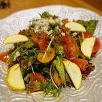ほいっぽ - 賀茂トマトと牛そぼろのサラダ